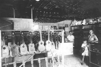 Kamaka Shop 1930